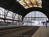platforms-tracks-prague-main-railway-station.jpg