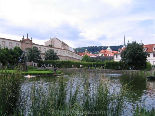 wallenstein-palace-garden-pond.jpg